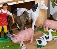 Drevená farma so zvieratkami Farmyard Small Eichhorn s dvoma budovami a dvorom 21 dielov 36*39 cm EH4304