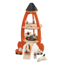 Dřevěná raketa s kosmonauty Cosmic rocket Tender Leaf Toys 11dílná souprava